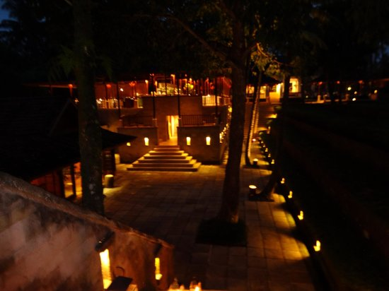 COMO Shambhala Estate: Restaurant area at night