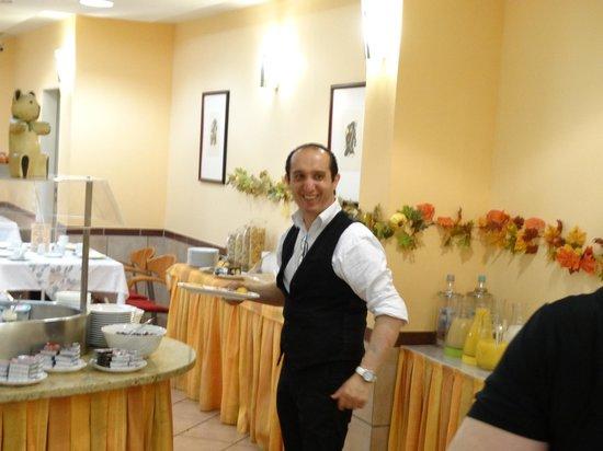 Hotel Mado: Ontbijt met vriendelijk personeel