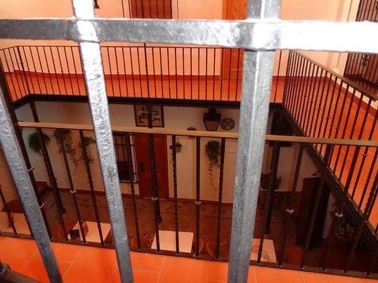 Hotel Los Patios: Vistas desde la habitación a patio interior