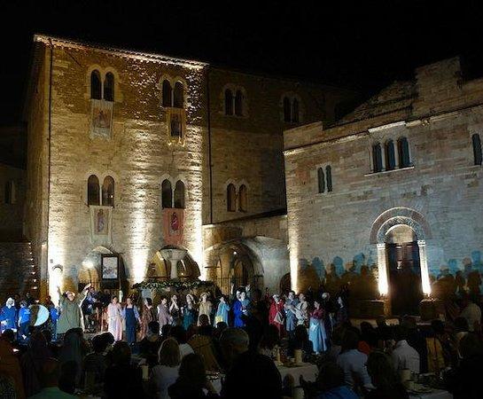 Agriturismo Valle Tamantina : Une soirée médiévale à Bevagna
