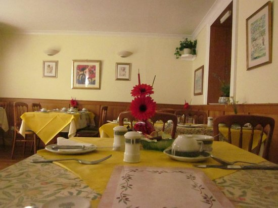 Hazelwood Guesthouse: another pic of breakfast room