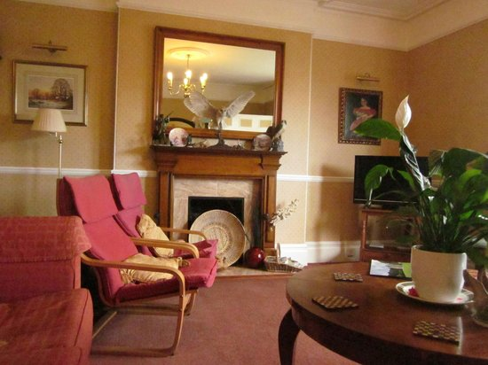 Hazelwood Guesthouse: not the best pic of a really lovely guest lounge