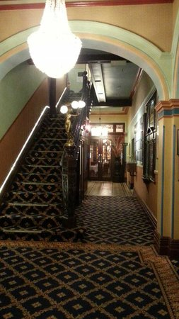 โรงแรมเดอะ คาร์ริงตัน: Beautiful entrance hallway