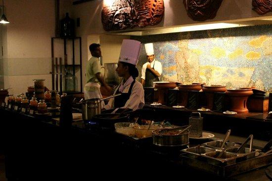 Marari Beach Resort: Buffet im Restaurant