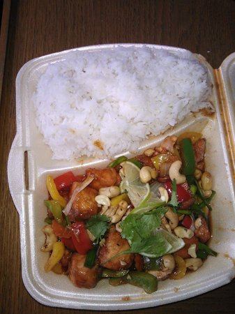 Ravintola Maneerat: Cashew Salmon with rice (take away)