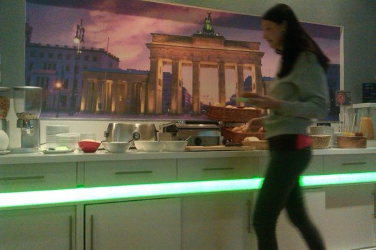 Ibis Styles Berlin Alexanderplatz: BREAKFAST