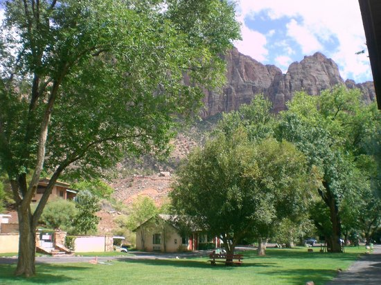 Canyon Ranch Motel: The view from our cottage/room