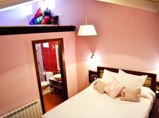 Posada de Quijada: La habitación rosa, preciosa!