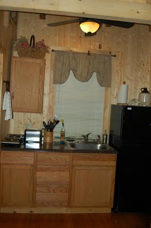 Timber Ridge Outpost & Cabins : The handy little kitchen
