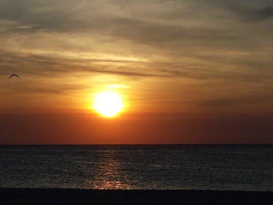 sunset @ eagle beach