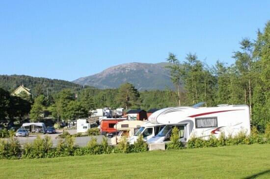 Bratland Camping sett fra innkjøringen