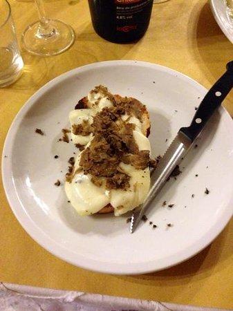 La Fornarina: costone con casciotta e tartufo