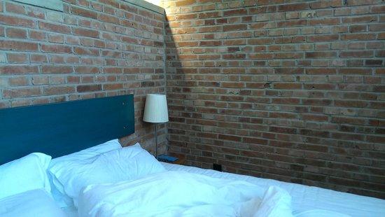 Brickyard Retreat at Mutianyu Great Wall: Bed side