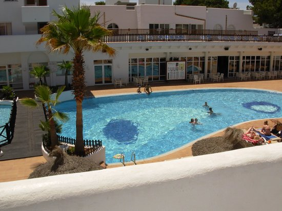 Prinsotel Alba Hotel Apartments: Our view of the pool