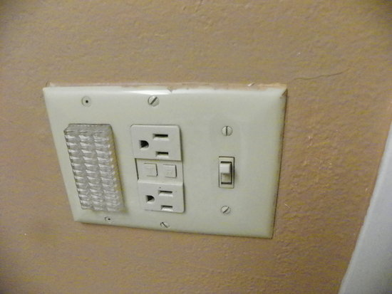 Holiday Inn Express - Ocala Midtown Medical - US 441: Paint job shows how sloppy their maintenance work is