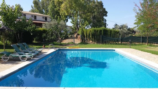 Hotel Rural La Paloma : Hotel from poolside