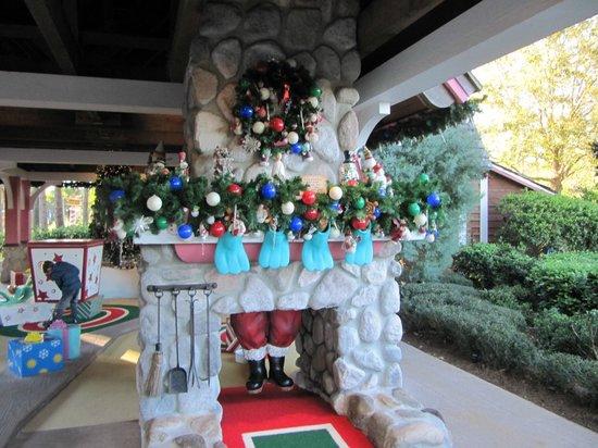 Disney's Winter Summerland Miniature Golf Course: .