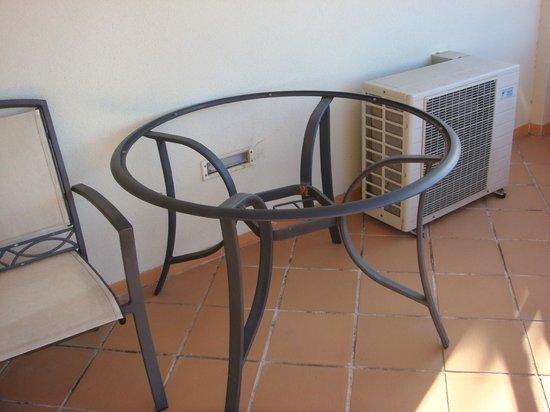 Solplay Hotel de Apartamentos : tablle en verre cassée terrasse
