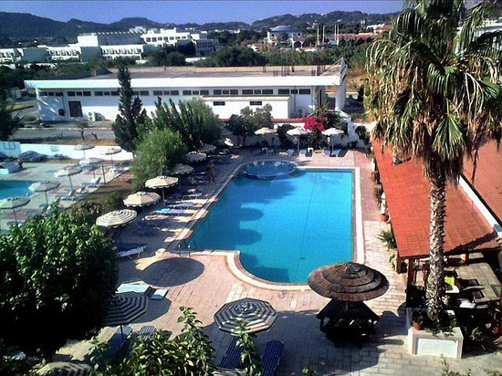 Faliraki Bay Hotel: Swimming pool and children's pool.