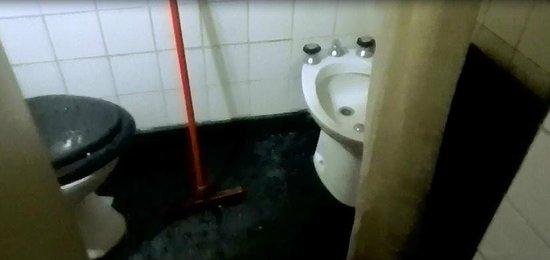 Hosteria Los Alpes: Banheiro