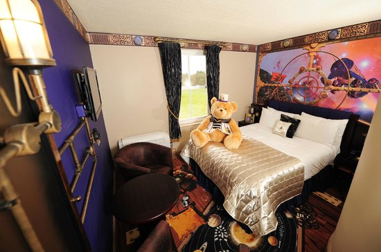 Alton Towers Hotel  Moon Voyage themed bedroom. Sonic the Hedgehog themed bedroom   Picture of Alton Towers Hotel