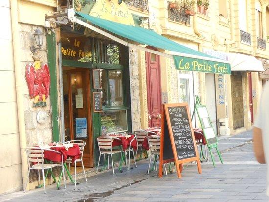 Le restaurant vu de l 39 ext rieur picture of la petite for Centre des impots nice exterieur