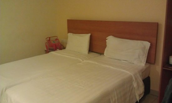 My Hotel at Sentral: twin bed room
