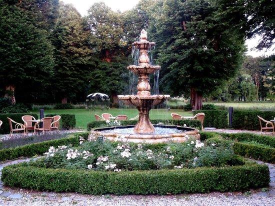 NH Heemskerk Marquette: patio del palacio