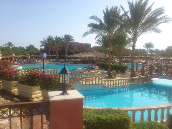TUI Magic Life Sharm el Sheikh: Just a tiny part of the complex, the activity pool.