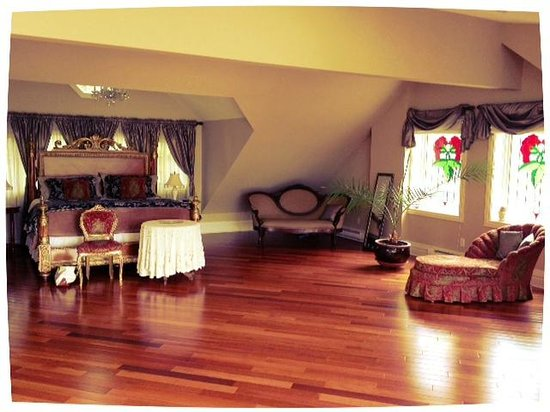 By The Park Bed and Breakfast: The Loft