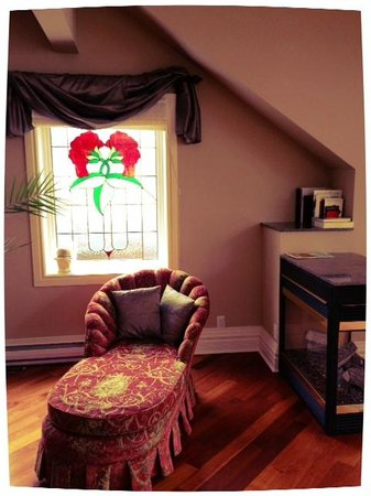 By The Park Bed and Breakfast: Perfect little sitting area in the loft