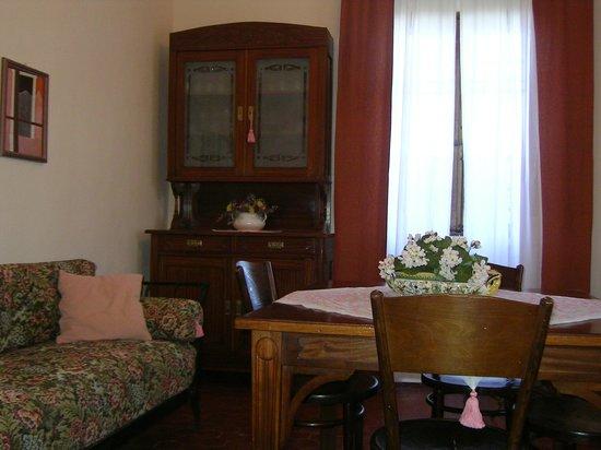 sala da pranzo, mobili primi\'900 - Picture of B&B Villa Pardi ...