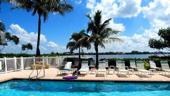 Tradewinds Beach Resort : Tradewinds Pool