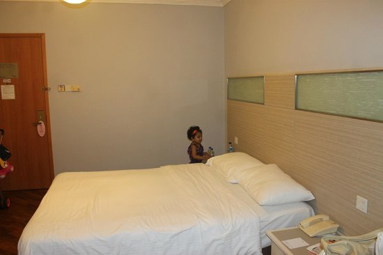 Fort Canning Lodge: Queen size bed
