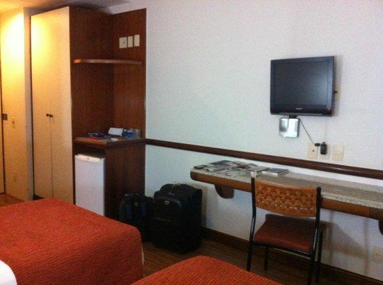 Bristol Merit Hotel: TV poderia ser maior