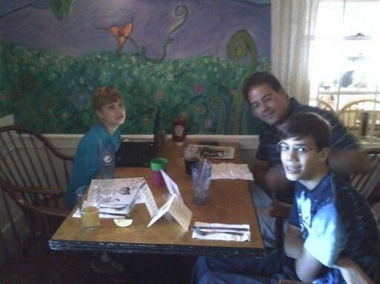 Moat Mountain Smokehouse: Boys waiting for lunch!