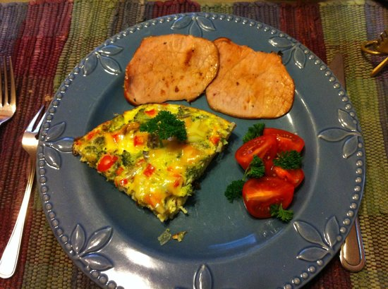 Ambiance Bed and Breakfast: Petit-déjeuner préparé par Maria