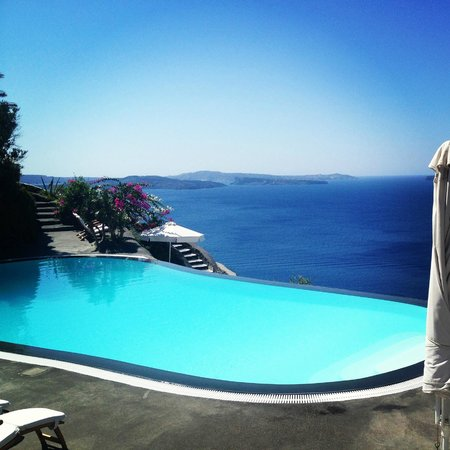 Perivolas: Infinity Pool - View from Breakfast