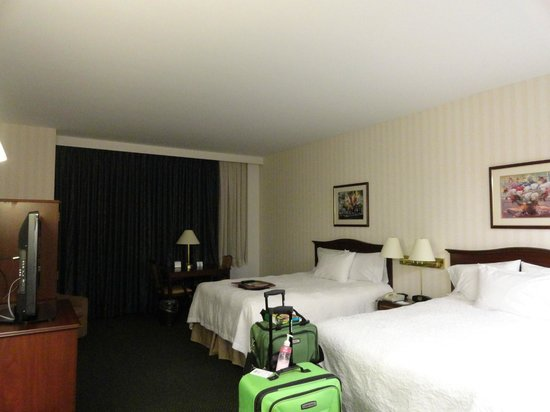 Hampton Inn by Hilton Ottawa: Big, spacious room