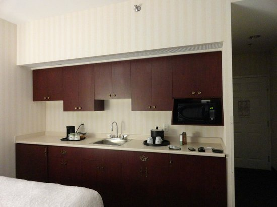 Hampton Inn by Hilton Ottawa: Lovely kitchen area