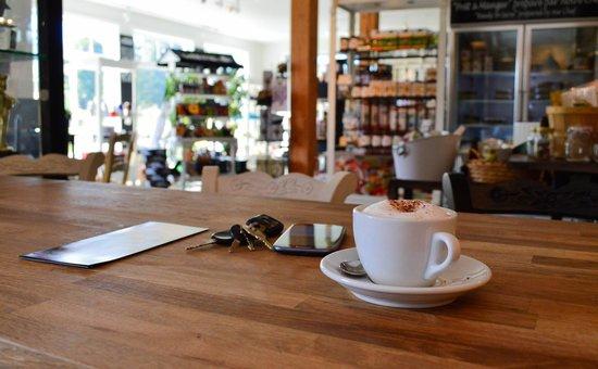 La Grange Morin Heights : Cappuccino à la boutique