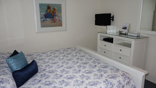 East Hampton House: Bedroom TV Set