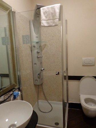 Hotel De Petris: Bathroom 202
