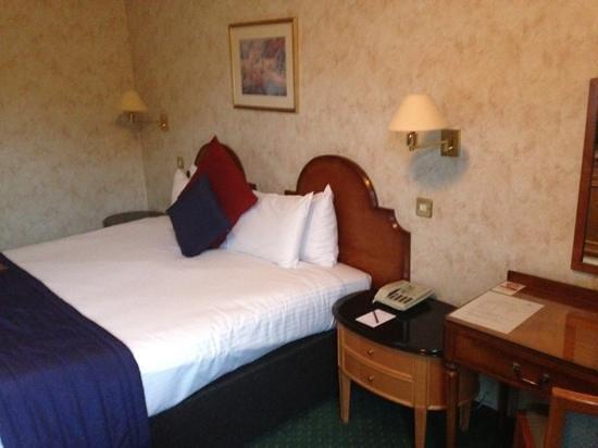 Copthorne Hotel Effingham Gatwick: Our room.