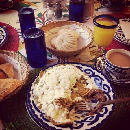 ‪هوتل كازا جونزاليز: 'chilaquiles verdes' delicious breakfast at casa gonzalez‬