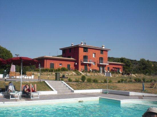 Villa Liburnia: dalla piscina...