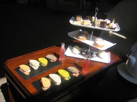 Wivenhoe House: afternoon tea which changes regularily