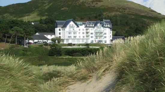 Trefeddian Hotel: The Trefeddian from the sand dunes