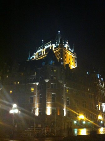Hotel Terrasse Dufferin: Château Frontenac (à 10 mètres)