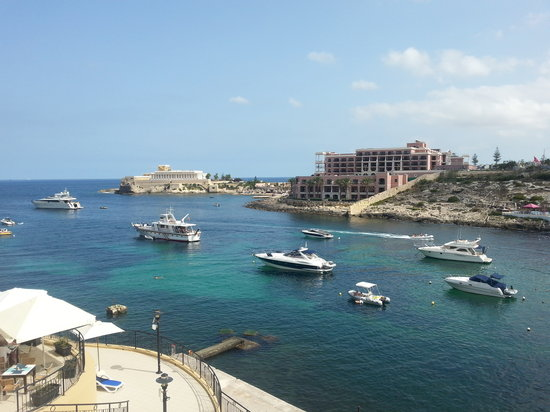 Saint Julian's, Malta: St. George's Bay